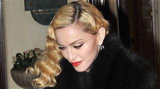 Madonna révèle avoir été violée au début de sa carrière- Il m'a traînée sur le toit d'un immeuble avec un couteau dans le dos 128