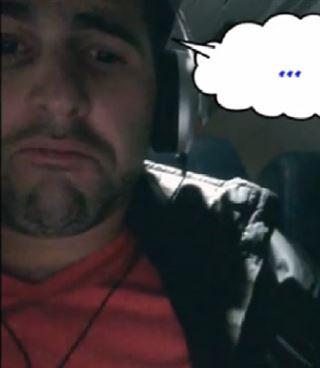 Drôle- cet homme espionne l'écran de son voisin et se fait piéger! (vidéo) 92
