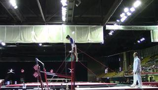 À deux reprises, ce super coach sauve une petite gymnaste d'une terrible chute (vidéo) 80