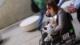 Hélène Ségara en fauteuil roulant- les paparazzis la traquent! (vidéo) 68