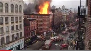 Incendie monstre et explosion dans un immeuble à New York- le bâtiment voisin menace de s'effondrer 2