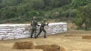 Impressionnant- un soldat sauvé par son instructeur après avoir fait tomber une grenade à ses pieds (vidéo) 24