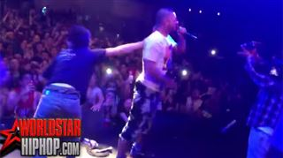 Ce fan a la mauvaise idée de monter sur scène pendant un concert de hip hop, la réaction du garde du corps est impressionnante (vidéo) 24