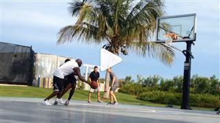 A 52 ans, Michael Jordan a encore de (très) beaux restes (vidéo) 27
