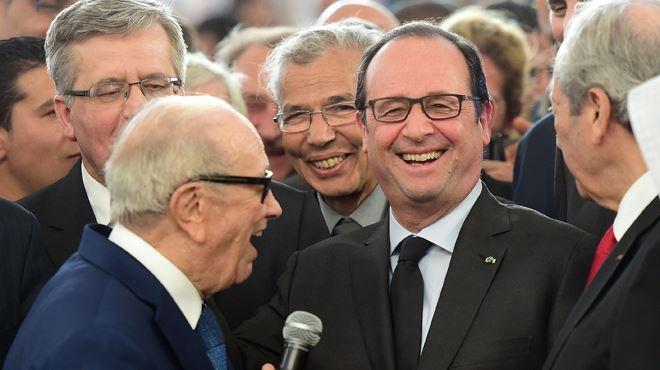 Moment de rire en plein hommage aux victimes de l'attentat du Bardo- le président tunisien appelle François Hollande... Mitterrand 3