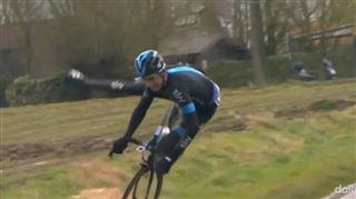 La violente chute d'un cycliste soufflé par une rafale de vent (vidéo) 26