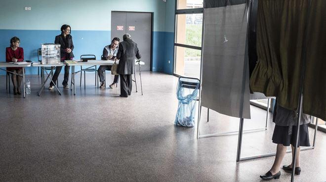 Départementales en France- débâcle de la gauche, l'UMP pourrait atteindre les 70 départements 1