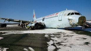 Canada- le train d'atterrissage de l'avion a été arraché par des antennes 350m avant la piste 7