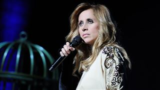 L'ex de Lara Fabian, furieux contre la chanteuse, la clashe sur Facebook 22