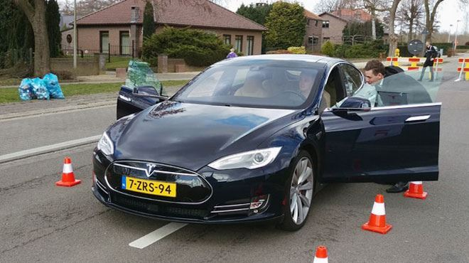 On a testé la voiture du futur- 100% connectée et 100% électrique, elle passe de 0 à 100 km/h en 3,4 secondes (vidéo) 17