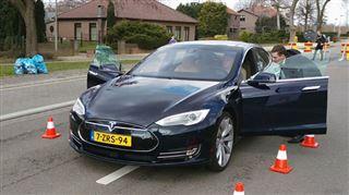 On a testé la voiture du futur- 100% connectée et 100% électrique, elle passe de 0 à 100 km/h en 3,4 secondes (vidéo) 12