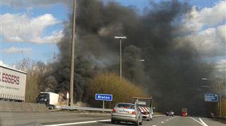 Un camion en feu sur l'autoroute E42 à hauteur de Basecles, vers Tournai 12