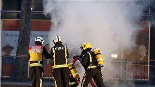 Impressionnant feu souterrain à Londres- des flammes spectaculaires surgissent en pleine rue (photos) 4