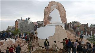 Le Népal frappé par un séisme d'une grande intensité- plus de 400 morts, des alpinistes pris au piège dans l'Everest 2