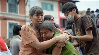 Séisme dévastateur au Népal- au moins 2.000 morts et de nouvelles répliques effrayantes 2