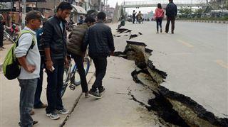 Séisme dévastateur au Népal- plus de 2.200 morts et des répliques effrayantes 3
