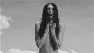 Nue dans son nouveau clip, Conchita Wurst affiche sa différence (vidéo) 3