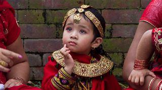 Surprise pour un couple en attente d'adoption d'une fillette népalaise depuis 4 ans- leur demande accordée quelques heures après le séisme 4
