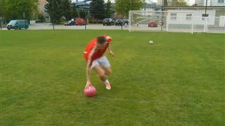 Ils tentent de tirer un penalty après avoir tourné sur eux-mêmes (vidéo) 27