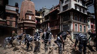 Népal- trois personnes et un homme de 101 ans sortis vivants des décombres 8 jours après le séisme 3