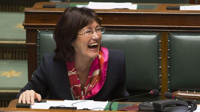 Onkelinx part en fou rire au Parlement et énerve Siegfried Bracke 1