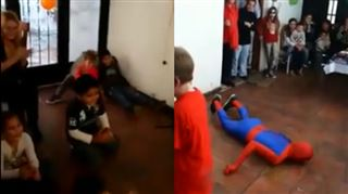 Un animateur rate un salto, s'écrase contre le sol et perd connaissance devant les enfants (vidéo) 6