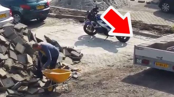 Pourquoi cet homme ne recule pas sa remorque? (vidéo) 1