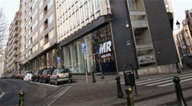 Bruxelles- des pacifistes refusent de quitter le siège du MR 1