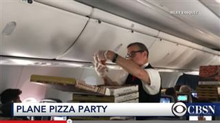 L'avion bloqué au sol, ce pilote décide de commander des pizzas pour tous les passagers 3