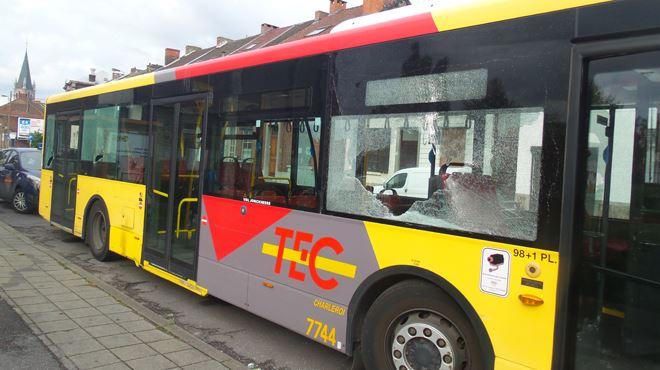 Jumet- plusieurs individus attaquent un bus à la barre de fer (photos) 1