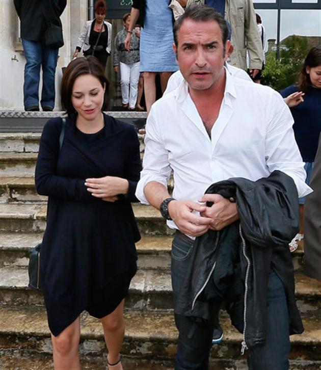 Jean dujardin et nathalie p chalat accueilleront bient t for Compagne de jean dujardin