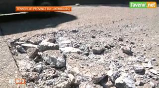 Canicule à Tennevile- à cause de la chaleur, la N4 se soulève et endommage des voitures (vidéo) 3