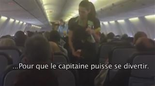 Vous n'écoutez plus les consignes de sécurité en avion? Ce pilote a trouvé un moyen infaillible pour attirer votre attention (vidéo) 9