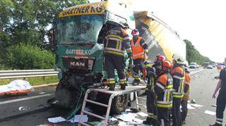 Un accident impliquant 3 poids lourds fait 2 blessés graves sur l'E42- l'autoroute fermée (photos) 5