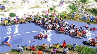 Jean-Marie est passionné par le Tour de France et les trains électriques- il a recréé une étape en miniature (photos) 4