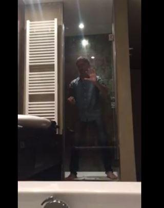 Gad Elmaleh fait le fou sous la douche d'un hôtel liégeois (vidéo) 34