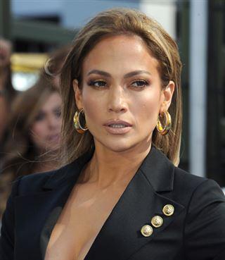 Jennifer Lopez très sexy en robe noire transparente pour fêter… ses 46 ans ! (photos) 22