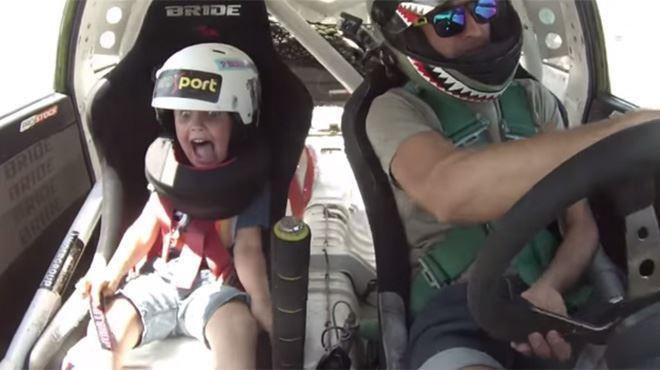 Il emmène son fils de 5 ans dans une séance de drift (vidéo) 18