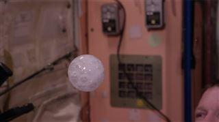 Voici ce que donne un cachet effervescent dans l'espace (vidéo) 8