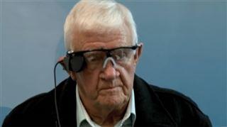 Un homme de 80 ans retrouve la vue grâce à un implant rétinien, il voit même les yeux fermés ! 17