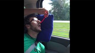 Ses copains lui jouent un tour pendant qu'il dort, le résultat est monstrueux ! (vidéo) 4