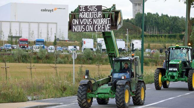 Les agriculteurs en colère bloquent toujours le centre Colruyt à Ollignies- d'autres actions visibles prévues aujourd'hui 1