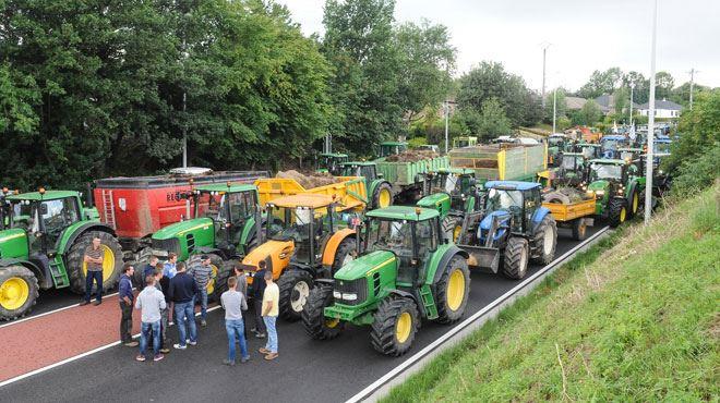 Agriculteurs en colère- des éleveurs mènent de nouvelles actions dans le Hainaut, 200 tracteurs partent de Battice 1