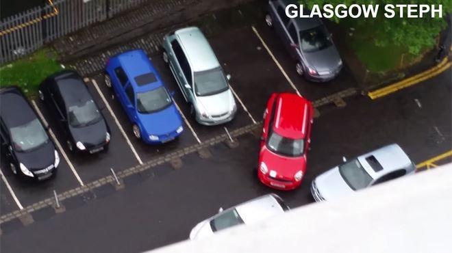 Vous ne devinerez pas combien de temps elles ont mis à garer leur véhicule (vidéo) 38