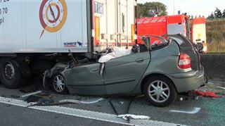 Réaction en chaîne sur l'E17 à Saint-Nicolas- un camion finit sur la berme centrale après un accident mortel ce matin 4