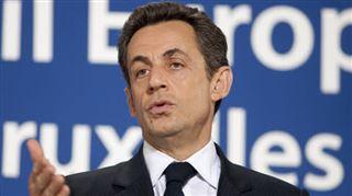 Nicolas Sarkozy lit un livre d'Ernest Hemingway, les internautes se moquent (photos) 6