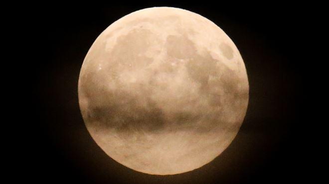 Une super lune a illuminé notre ciel cette nuit- l'avez-vous vue? (photos) 1