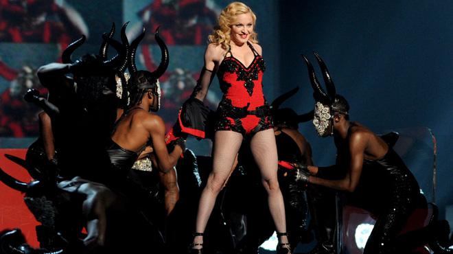 Quand les danseurs de Madonna sont en retard, ils ont une punition plutôt cocasse...