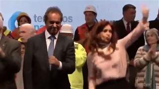 Cristina Kirchner, la présidente argentine, danse comme une FOLLE lors d'un meeting (vidéo) 2