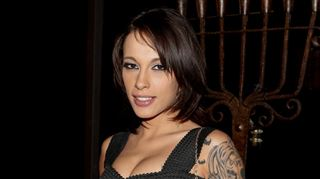 L'actrice porno Nikita Bellucci n'a pas apprécié la blague de la compagnie Transavia à son intention- Bande de sous m**** 2